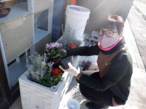 お花植え替えました(^_-)-☆